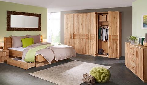 Schlafzimmer-Drehtuerenschrank-Wildeiche-Echtholz-Stauraum
