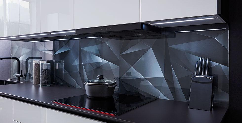 Rückwand in der Küche mit Steinoptik, Holz oder Folie.