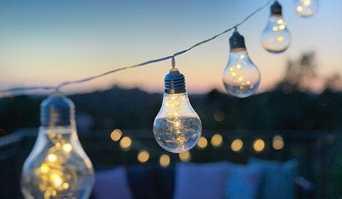 Trendige LED-Lichterkette in Glühbirnenform von mömax