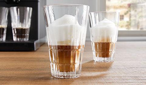 : Latte Macchiato Gläserset von mömax für den perfekten Kaffeegenuss.