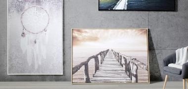 verschiedene Wandbilder mit Rahmen