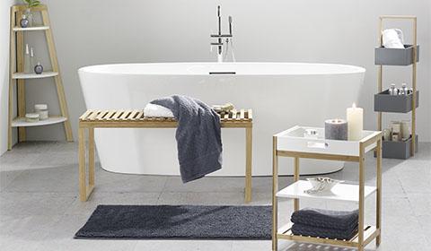 Badezimmermöbel in Kieferfarben und Weiß von mömax