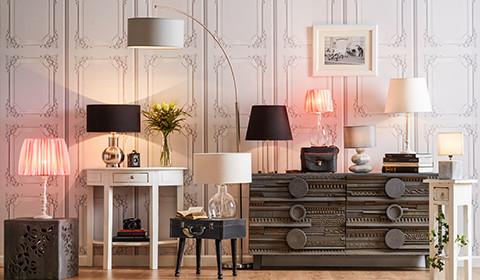 Tischlampen in verschiedene Farben und Modellen, bei mömax.
