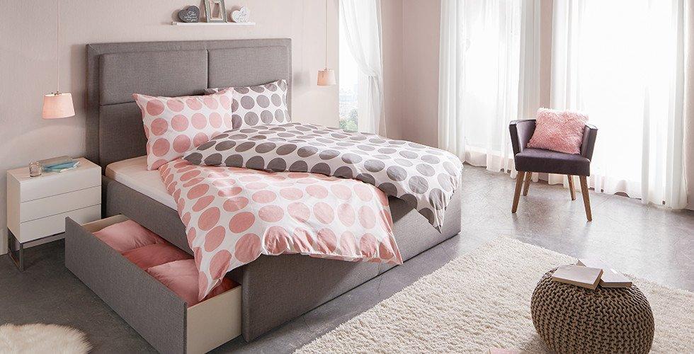 Schlafzimmer-Polsterbett-Grau-Bettschubkasten-Kopfteil-moemax