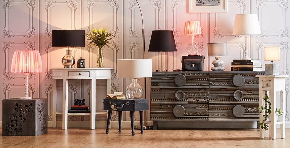 Auswahl an Tischleuchten und Lesenlampen, retro, extravagant, modern, bei mömax.