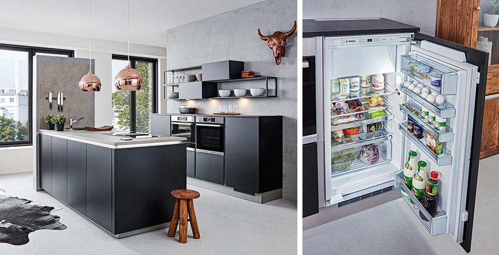 Edle Küche in Dunkelblau, hochwertiger Kühlschrank unsichtbar
