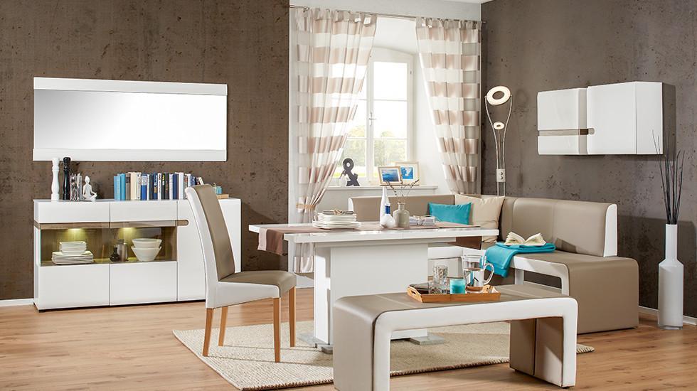 Esszimmer in Weiss und Eiche, bestehend aus Esstisch, Sitzecke, Sitzbank, Sessel, Sideboard und Hängelement, von mömax.