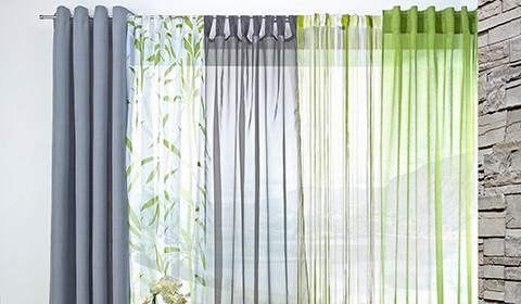Transparente Vorhänge in Grau, Grün und Weiß von mömax.