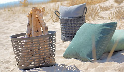 Feuerstellen aus Metall von mömax sorgt für wohlige Wärme in lauen Sommernächten.