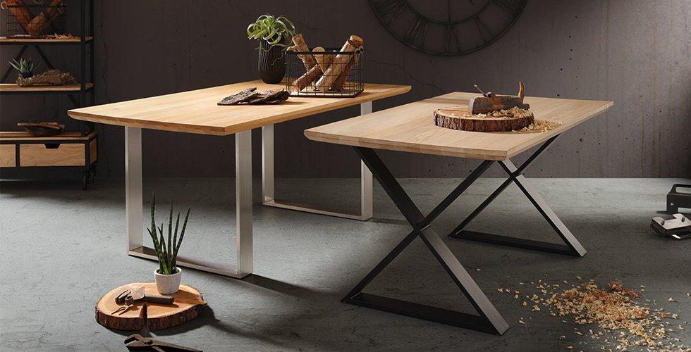 Massiver Esstisch aus Echtholz mit deiner Tischplatte aus Wildeiche von mömax.