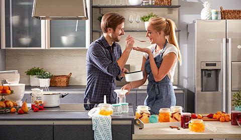 Moderne und innovative Küchengeräte wie Dunstabzug, Kochfeld oder Geschirrspüler günstig kaufen bei mömax.