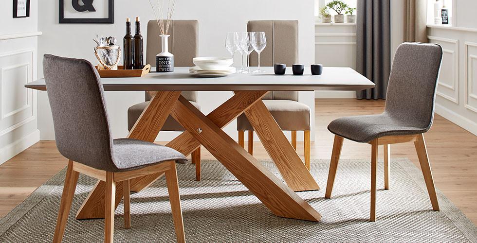 Eiche-Furnier, Küchentisch mit Glasplatte und Tischbeinen in X-Form von mömax.