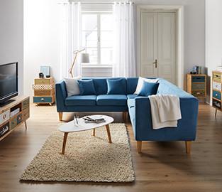 Blaue Wohnlandschaft mit Stoffbezug und Holzbeinen von mömax.