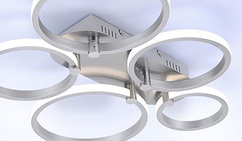 Moderne Deckenleuchte mit 5 LED-Ringen aus Stahl von mömax.