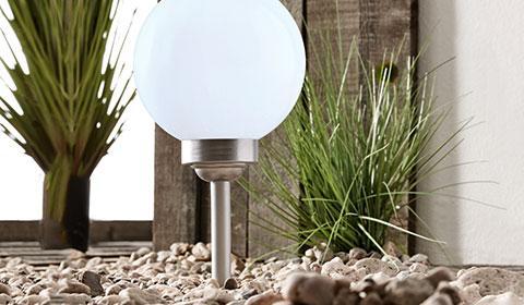 Runde LED-Solarleuchte aus Edelstahl und Kunststoff zum Einstecken in die Erde von mömax.