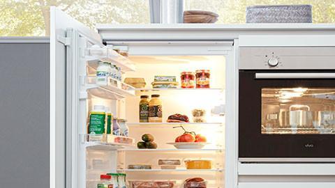 Weißer Kühlschrank, klassisch, mit Gefrierfunktion
