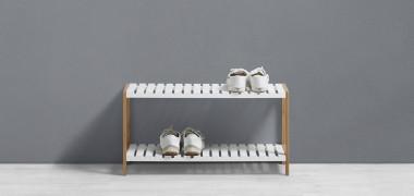 Schuhregal in weiß und holzfarben mit 2 Ablagen