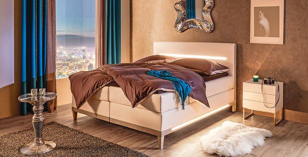Schlafzimmer-Boxspringbetten-Weiß-Beleuchtung-LED-moemax