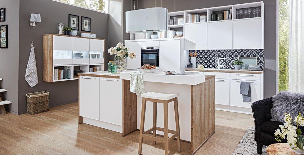 Küche, zweizeilig, Holz mit Weiß.