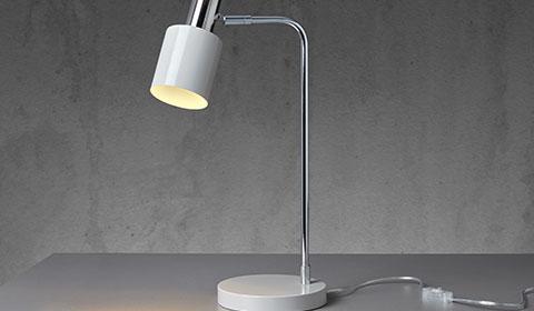 Schlichte Nachttischlampe in Grau und Chrom von mömax.