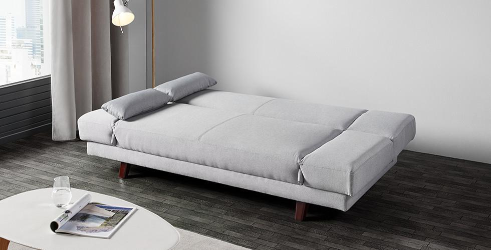 Schlafsofa in hellen Grau mit Füße aus Kautschukholz von mömax.