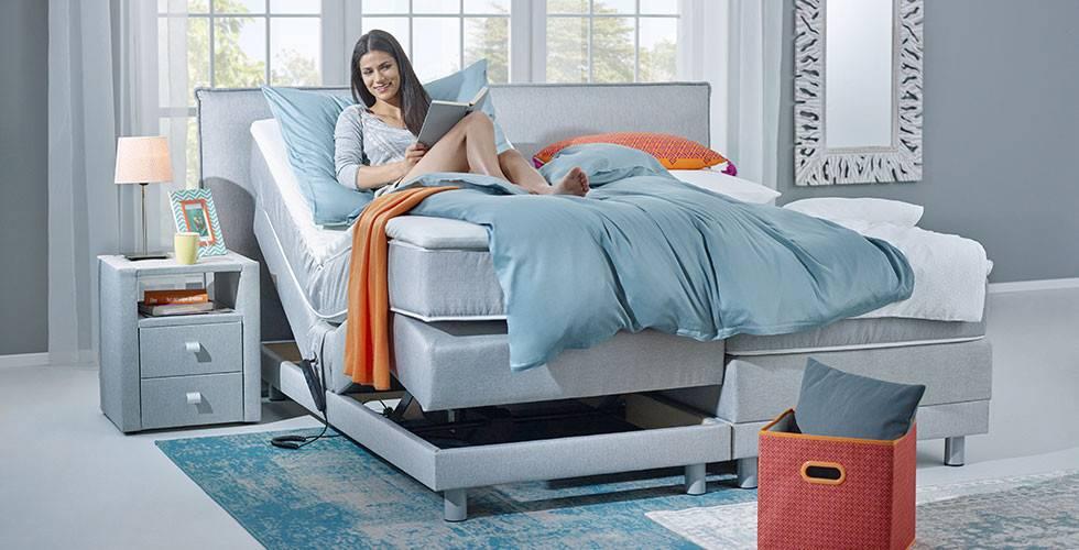 Zusatzfunktionen: Hellblaues Boxspringbett 180x200 cm, mit Elektrobox und Komfortschaum-Topper, bei mömax
