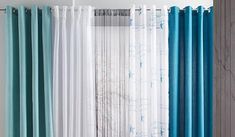 Vorhänge in Weiß, Türkis und Blau von mömax.