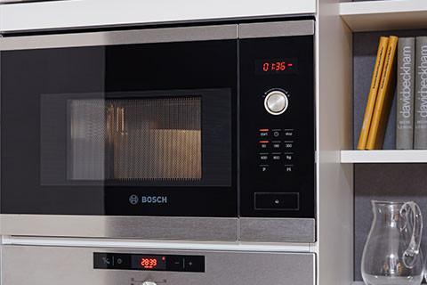 Moderne Einbau-mikrowelle, schwarz, silber bei mömax