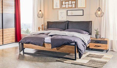 Schlafzimmer-klassisches-Bett-Metall-Eichefarben-moemax
