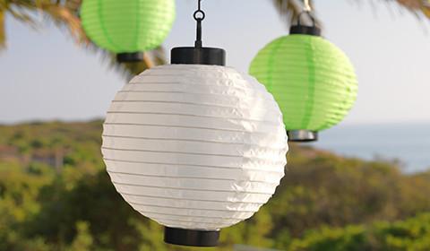 Dekorative Solarleuchte mit bunten Lampions von mömax.