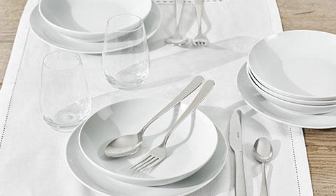 Elegantes Tafelservice als stilvolle Ergänzung für den Esstisch von mömax.