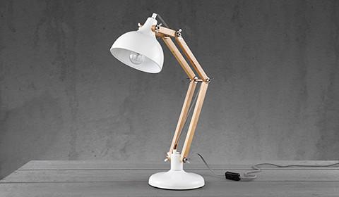 Höhenverstellbare Schreibtischlampe im Holz-Look von mömax