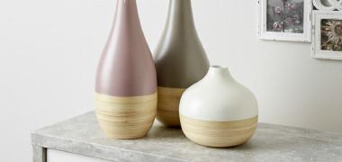 drei verschiedene Vasen in taupe, grün und weiß