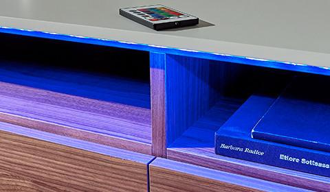 RGB-LED-Strips mit Farbwechsler und Fernbedienung von mömax.