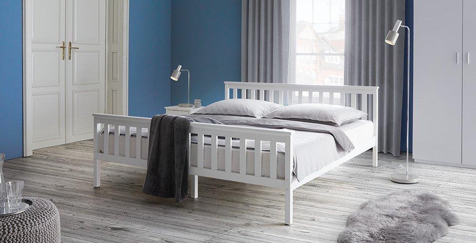 Schlafzimmer-klassisches-Bett-Weiß-Kiefernholz-Pina-moemax