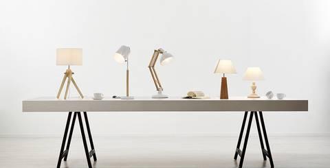 Große Auswahl an Tischleuchten bei mömax: von der Nachttischlampe bis zur Schreibtischlampe.