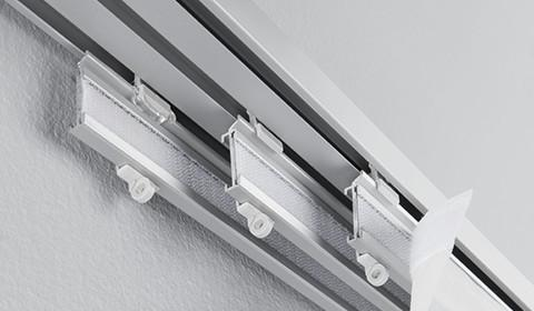 Mehrläufige Vorhangschiene in Grau von mömax.