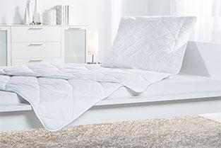 2-teiliges Bettenset in Weiß – flauschig weich für optimalen Schlafkomfort.