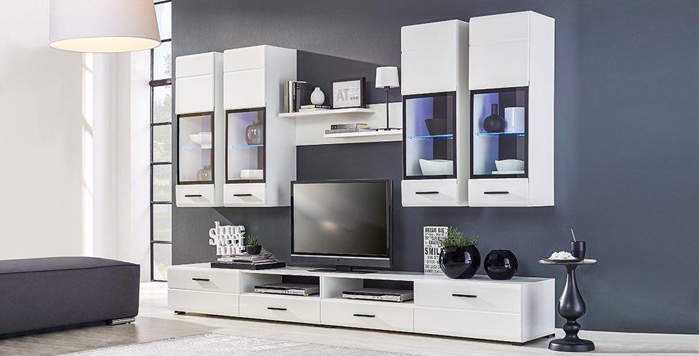 Edle Wohnwand mit Tv-Element, Wandboard und Hängeschränken in Weiß einfach online kaufen bei mömax.