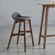 Barhocker aus dunklem Holz mit grauer Sitzfläche