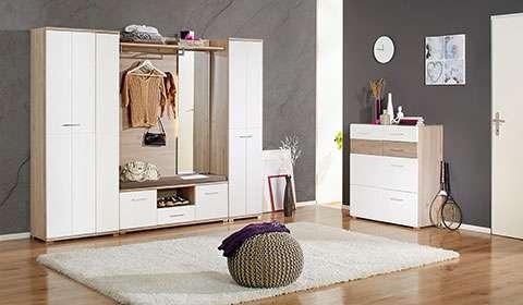 Moderna bela garderobna omara mömax