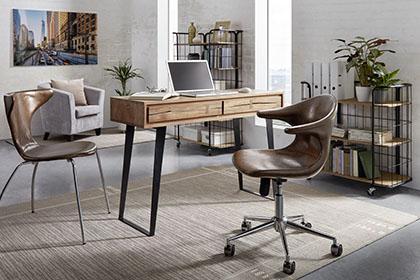 Stilvoller Schreibtisch aus Akazienholz von mömax.