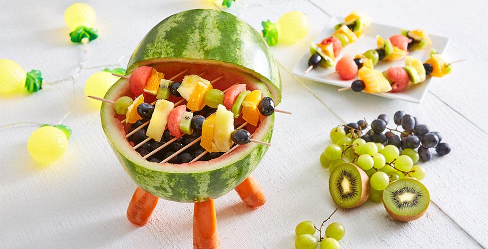 Melonen-Grill mit Fruchtspieße zum selber basteln bei mömax.