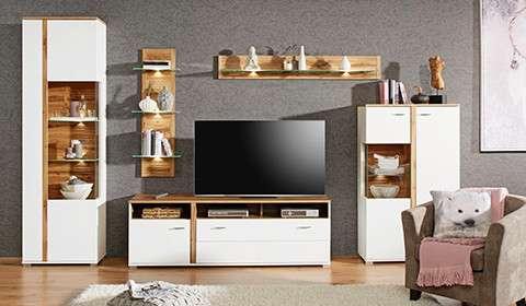 TV-Möbel aus Mangoholz und Holznachbildung mit schwarzen Elementen aus Metall von mömax.