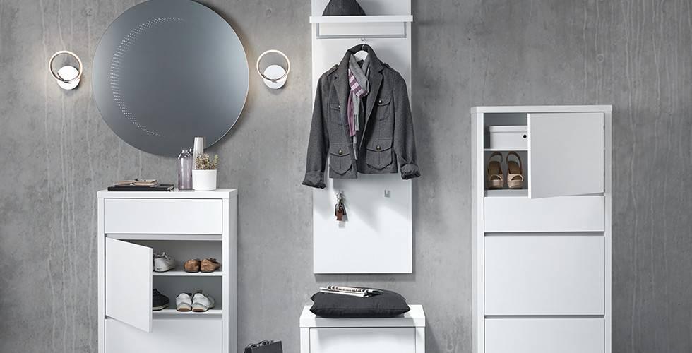 Runde Wandleuchten für die Garderobe von mömax.