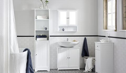 Badezimmer-Serie im Landhausstil in Weiß mit Spiegelschrank von mömax.