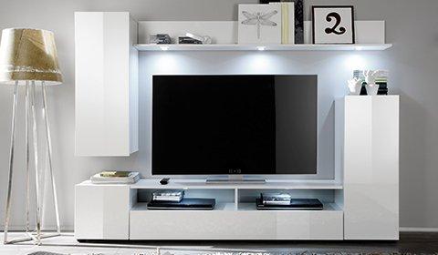 Schlichte Wohnwand in Weiß Hochglanz mit stylischer LED-Beleuchtung als echter Hingucker günstig kaufen bei mömax.