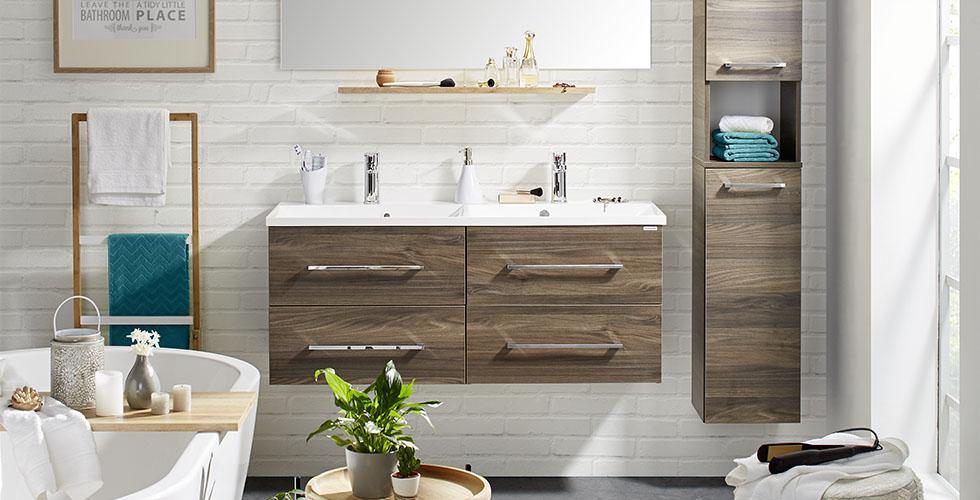Badezimmer-Serie aus Holznachbildung in Walnuss mit passendem Badspiegel von mömax.