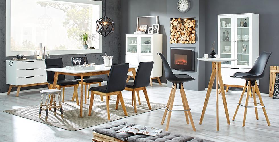 Esszimmer Mit Stühlen Im Skandi Design Mit Schwarzen Bezug Von Mömax.