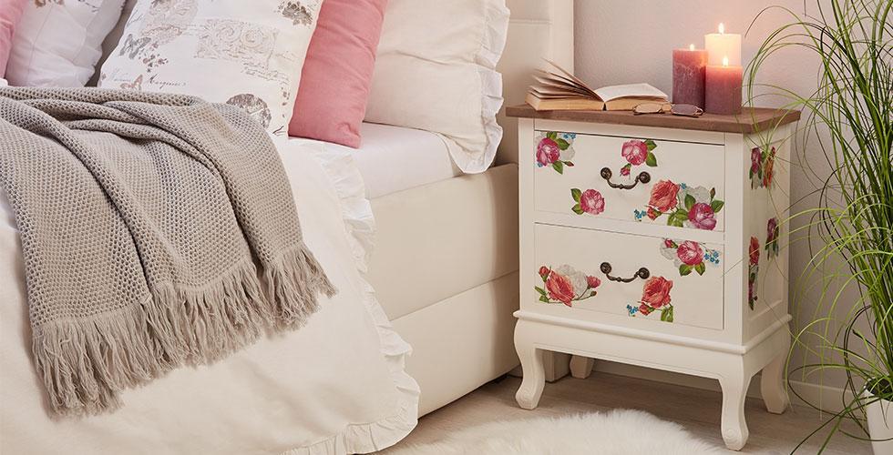 Nachtkästchen-Nachttisch-Weiss-Blumenmuster-Dekoration-DIY-Blog
